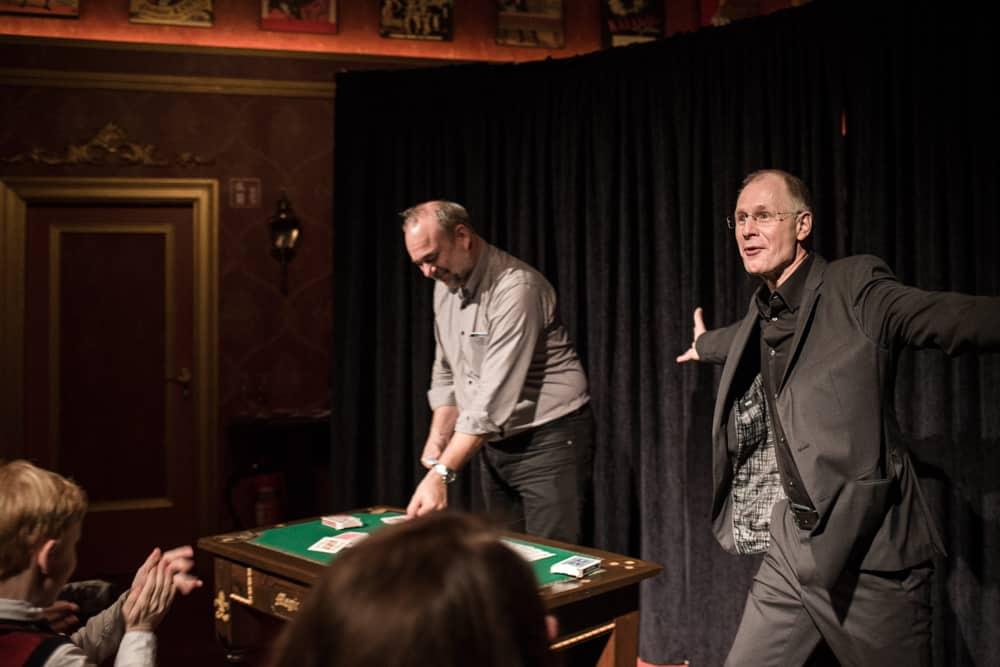 Soloprogramm Zaubershow Stand up Zauberkunst Bühne
