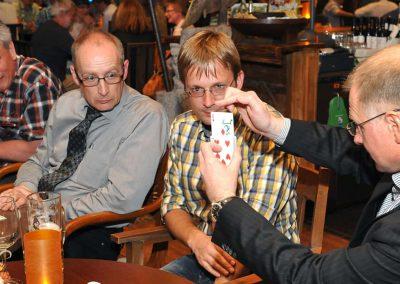Close up Magie am Tisch in leipzig Sachsen